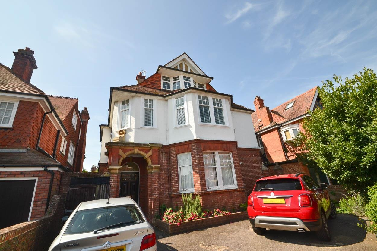 3 Bedrooms Flat for sale in Arlington Road, Eastbourne